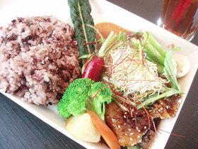 こだわりお肉と菜園料理のお店『カムラッド』三鷹店