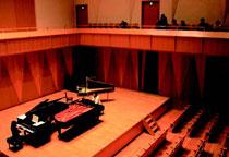 風のホール:2台のピアノの音を聴き比べ