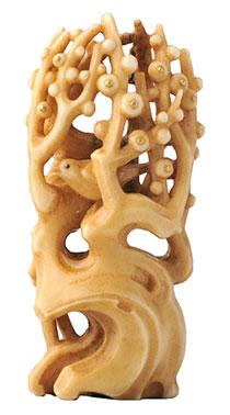 栗田元正《初音》 2009年 鹿角・金・銅 2.4×5.1×1.6cm