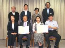 6月20日演劇稽古場協定書締結式において(写真中央は宮本君夫社長と清原慶子市長)