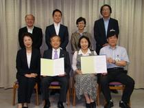 6月20日に、三鷹市役所におきまして、清原慶子三鷹市長立ち合いのもと、メッセ宮本君夫社長と、協定書調印式を執り行いました。